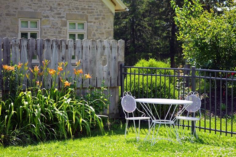 Czas na nowe meble do ogrodu! Czym się kierować podczas zakupów?